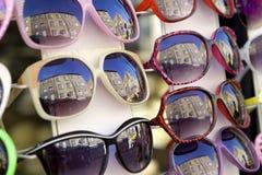 Coleção dos óculos de sol com reflexão Imagens de Stock Royalty Free