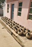 Coleção dos potenciômetros de argila conhecidos como Matka no subcontinente indiano Criação, mão fotos de stock royalty free