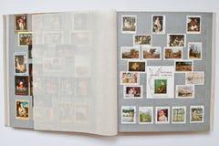 A coleção dos selos postais no álbum imprimiu de Cuba Fotografia de Stock Royalty Free