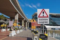 Coleção dos sinais estranhos que exibem na área de Signspotting, Fotografia de Stock