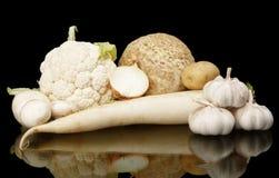 Coleção dos vegetais brancos no preto com reflexão Imagens de Stock