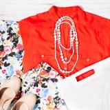 Coleção fêmea à moda elegante do verão da mola da roupa em cores na moda e em testes padrões Fotos de Stock Royalty Free