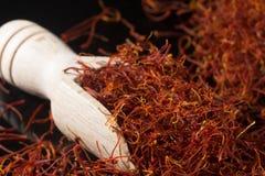 Coleção macro, fim secado real caro da especiaria do açafrão acima Fotos de Stock