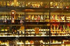 A coleção a maior do uísque escocês no mundo Fotos de Stock Royalty Free