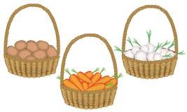 cole??o Soran é uma colheita rica em batatas frescas bonitas de uma cesta de vime, cebolas, cenouras Os vegetais s?o necess?rios  ilustração royalty free