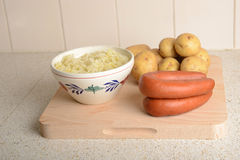 Cole, pommes de terre et saucisses Photos libres de droits