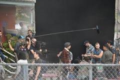 Cole Sprouse på uppsättning arkivbild