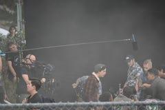 Cole Sprouse på uppsättning royaltyfria bilder