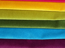 Colección brillante de sаmples coloridos de la materia textil del terciopelo Fondo de la textura de la tela Imagenes de archivo