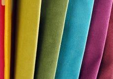 Colección brillante de sаmples coloridos de la materia textil del terciopelo Fondo de la textura de la tela Imagen de archivo libre de regalías