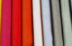 Colección brillante de sаmples coloridos de la materia textil del terciopelo Fondo de la textura de la tela Foto de archivo libre de regalías