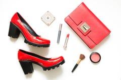 Colección de accesorios rojos del ` s de las mujeres para la fecha o el día de fiesta especial Endecha plana Foto de archivo libre de regalías