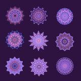 Colección de botones púrpuras y rosados o de adornos Imagenes de archivo