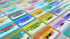 Colección de cintas de audio retras aisladas en el fondo blanco metrajes
