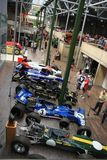 Colección de coches viejos del Fórmula 1 en Inglaterra en el verano fotos de archivo libres de regalías