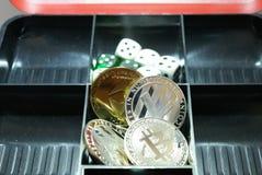 Colección de cryptocurrency en un lockbox imagenes de archivo