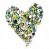 Colección de cuentas de cristal verdes en la forma de un corazón Imágenes de archivo libres de regalías