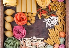 Colección de diversos tipos de pastas italianas Fotografía de archivo libre de regalías