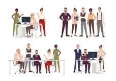 Colección de escenas con el grupo de oficinistas o de gente que trabajan en el ordenador, teniendo reunión de negocios o libre illustration