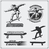 Colección de etiquetas, de emblemas, de insignias y de elementos del diseño que andan en monopatín Silueta de un skater libre illustration