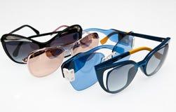 Colección de gafas de sol de moda en blanco imágenes de archivo libres de regalías