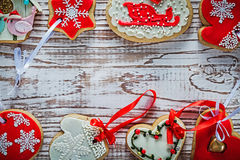 Colección de galletas del pan de jengibre de la Navidad en el vintage BO de madera Fotografía de archivo