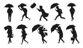 Colección de gente que camina debajo del viento de tormenta de la lluvia con los paraguas Fotografía de archivo