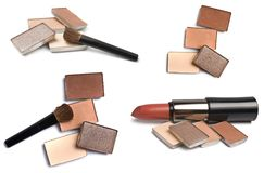 Colección de herramientas para el maquillaje Lápiz labial, sombras y cepillos en un fondo blanco Foto de archivo libre de regalías