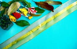 Colección de hojas viejas Arte de papel hecho a mano Cordón de oro en el papel brillante Bueno para el cartel, saludos, tarjetas, fotografía de archivo