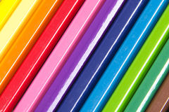 Colección de lápices coloreados que forman un fondo Foto de archivo libre de regalías