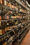 Colección de la botella de cerveza en la cervecería de Carlsberg Fotografía de archivo