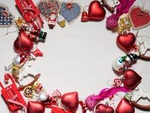 Colección de la Navidad, regalos y ornamentos decorativos Imagenes de archivo