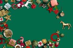 Colección de la Navidad, regalos y ornamentos decorativos photogr foto de archivo libre de regalías