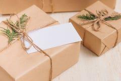Colección de las cajas de la Navidad o de regalo del Año Nuevo envuelta en Kraft pap Fotos de archivo libres de regalías