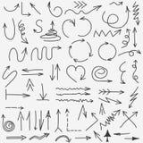 Colección de las flechas del garabato Elementos determinados dibujados mano de la flecha negra Vector ilustración del vector