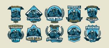 Colección de logotipos coloridos, emblemas, jinete de las etiquetas engomadas para realizar trucos en una bici de montaña en un f ilustración del vector