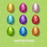 Colección de los huevos de Pascua Huevos multicolores en un fondo verde con las pequeñas hojas stock de ilustración