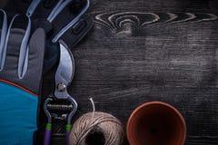 Colección de madeja del pote de la turba de las tijeras de podar del guante protector de la secuencia Imagenes de archivo