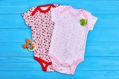 Colección de ropa para las muchachas recién nacidas Imagen de archivo