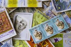 Colección de sellos usados de todo el mundo imágenes de archivo libres de regalías