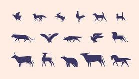 Colección de siluetas o formas de animales salvajes y domésticos y de pájaros aislados en el fondo ligero, vista lateral ilustración del vector