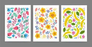 Colección de tarjetas, de carteles o de plantillas verticales del fondo adornados con las flores florecientes del verano, hojas,  Imagen de archivo libre de regalías