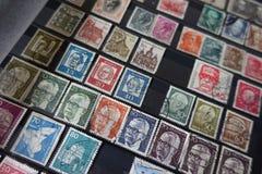 Colección de viejos sellos del alemán en álbum Foto de archivo libre de regalías