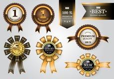 Colección determinada de las etiquetas del oro de la cinta del premio marrón de la calidad en vector de lujo superior del diseño  stock de ilustración