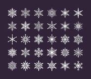 Colección linda de los copos de nieve aislada en fondo oscuro Los iconos planos de la nieve, nieve forman escamas silueta Element stock de ilustración