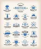 Colección náutica retra abstracta de las etiquetas Emblemas, muestras o Logo Templates del mar del vintage Ballenas, anclas, pulp ilustración del vector