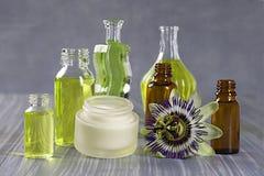 Colección natural de los cosméticos - aceite de la crema, esencial y aromático imagen de archivo