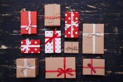 Colección ordenada de cajas de regalo de las tarjetas del día de San Valentín Foto de archivo