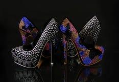 Colecci?n encrustada cristales de los zapatos en negro Imágenes de archivo libres de regalías