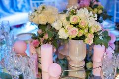 Colección del collage de detalles rosados de la boda de la ceremonia y de recepción Imagenes de archivo